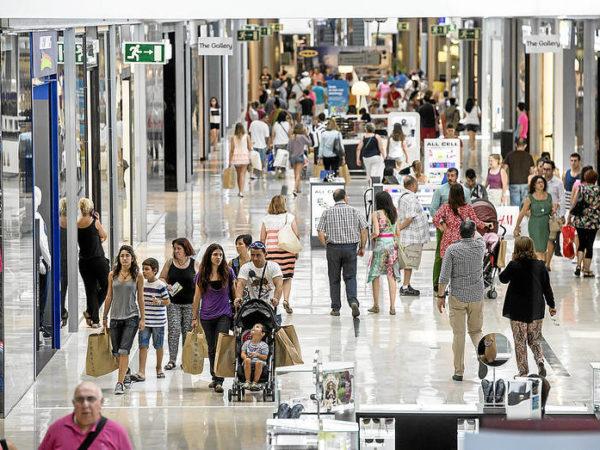 25 aprile Napoli negozi aperti : centri commerciali e supermercati dove andare a Napoli e dintorni