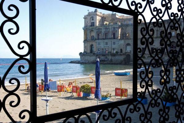 Ristoranti sul mare Napoli: i locali più belli con vista sul mare