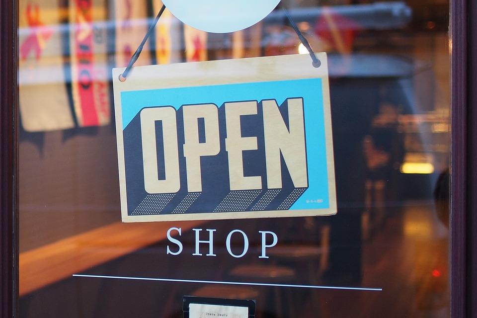 1 Maggio Napoli negozi aperti