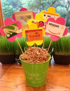 Regali per le maestre: vaso con gift card