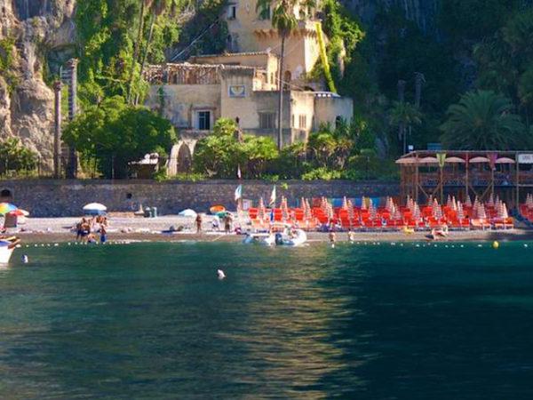 Spiagge più belle di Napoli e dintorni: prezzi e come raggiungerle