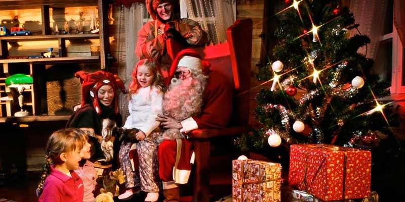 Consegna regali Babbo Natale Napoli