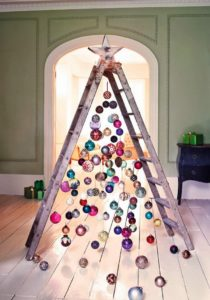 Albero di Natale fai da te idee originali 2018: Albero con la scala