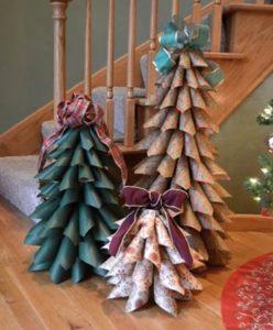 Albero di Natale fai da te idee originali 2018: Albero con carta