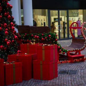 centri commerciali aperti roma 8 dicembre castel romano