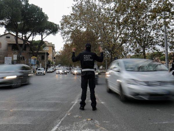 Oggi blocco auto Roma orari