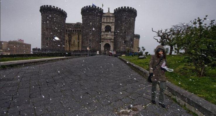 Neve a Napoli oggi: le immagini 2019 del Vesuvio e della città imbiancati