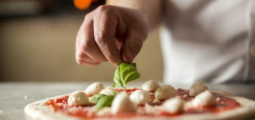 Giornata mondiale della pizza 2019 Napoli, oggi si festeggia: le pizzerie che aderiscono