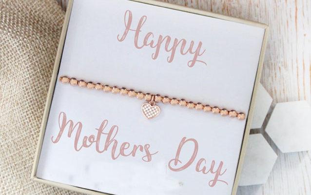 Sconti Festa della mamma 2019: promo dall'abbigliamento, alla gioielleria fino al make up