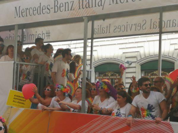 Gay Pride 2019 Roma: cosa è successo durante la sfilata. Il bacio tra Luxuria e Asia Argento