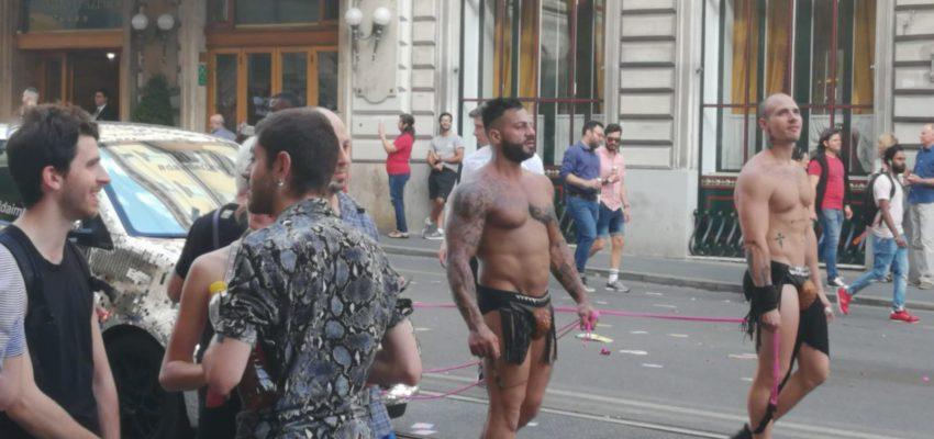 E' successo durante il GAY PRIDE 2019 nel resto del mondo: shock per queste immagini